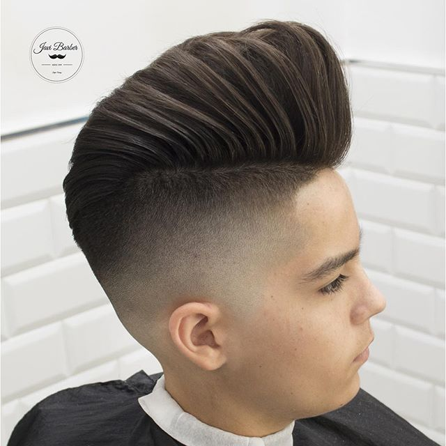 javi_thebarber just plain big pompadour