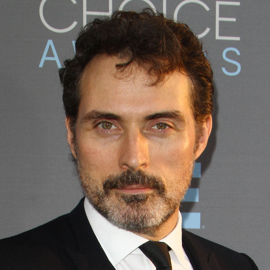 Rufus-Sewell-Curly-Hair-Men-2016-Getty