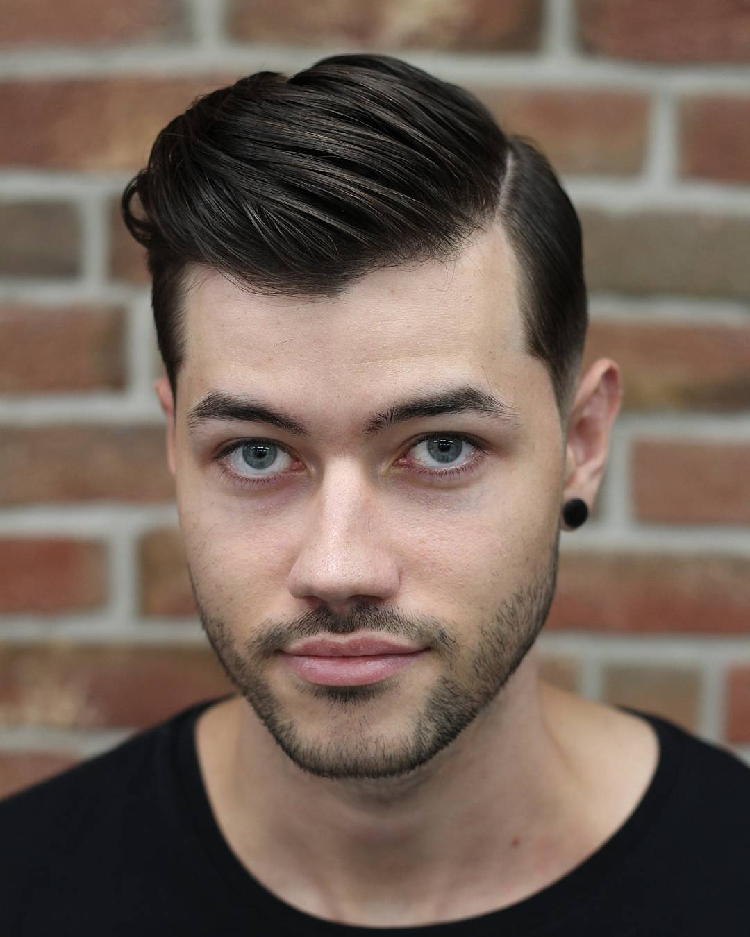 barber_djirlauw-side-part-combover-medium-haircut-men