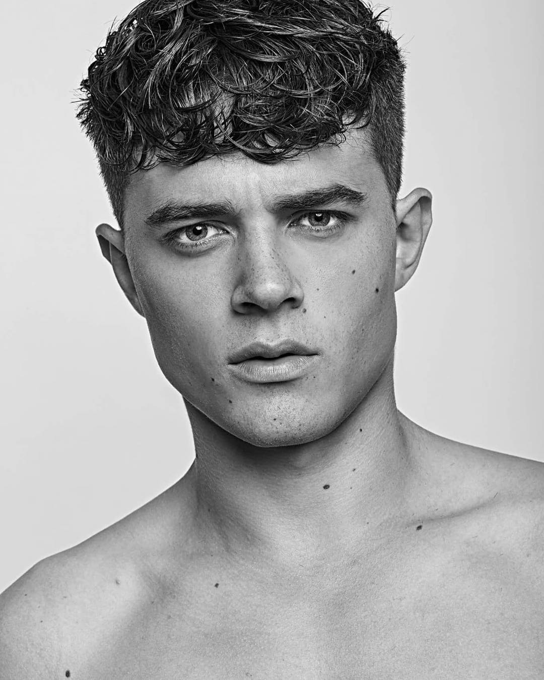 kevinluchmun-short-curly-mens-haircut