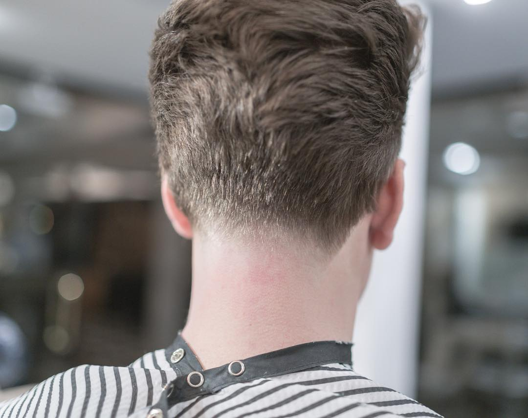 Men's hair neckline