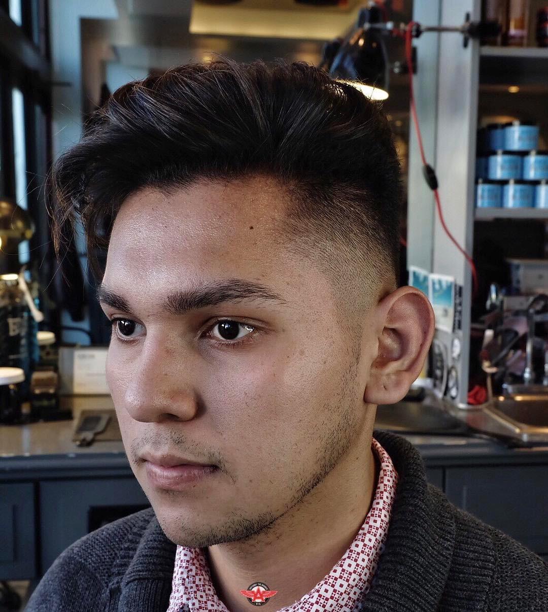 Side part pomp