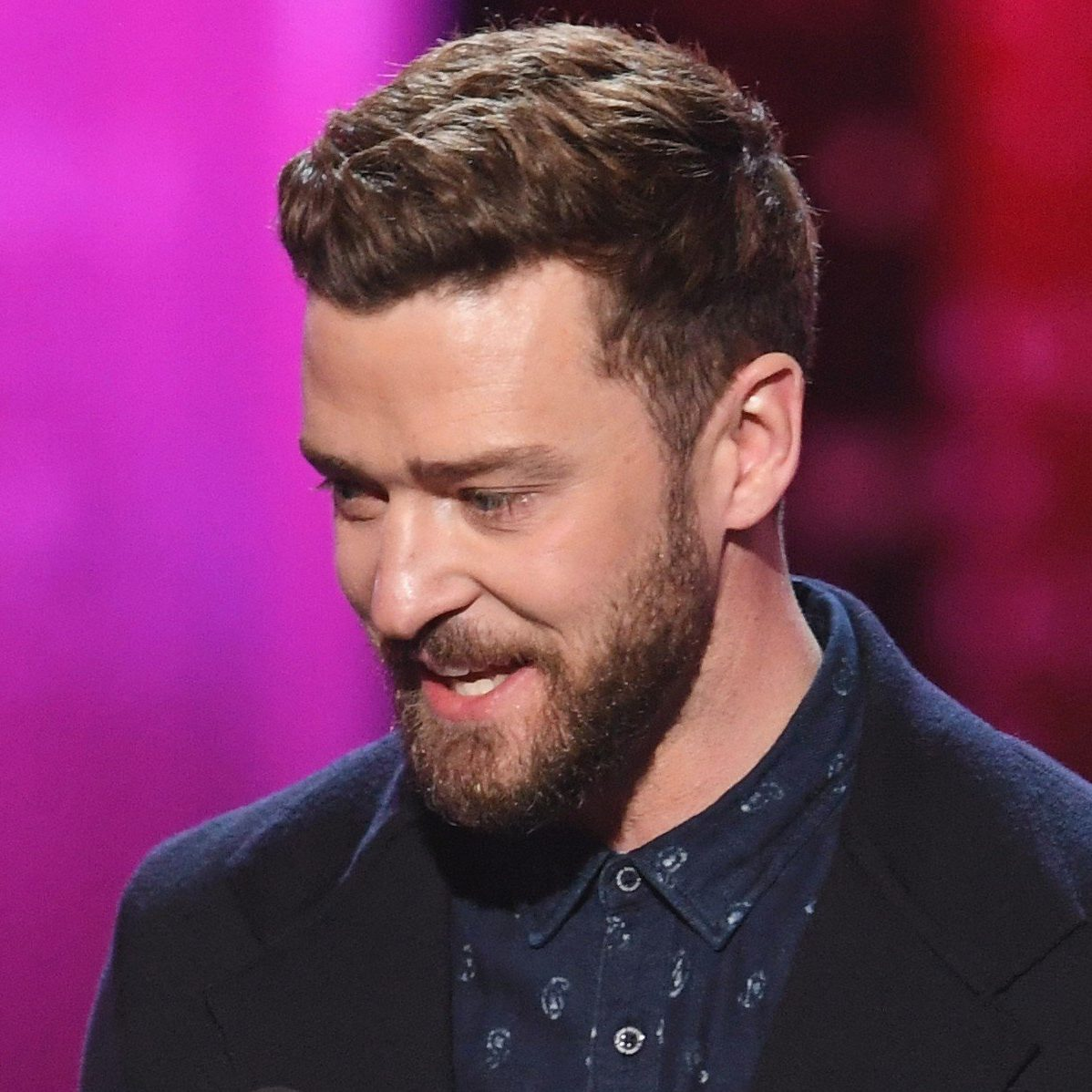 At The 2017 Peopleu0027s Choice Awards, JT Rocks A Traditional Menu0027s Hairstyle  With Just Enough Length On Top To Show Some Of That Natural Texture.