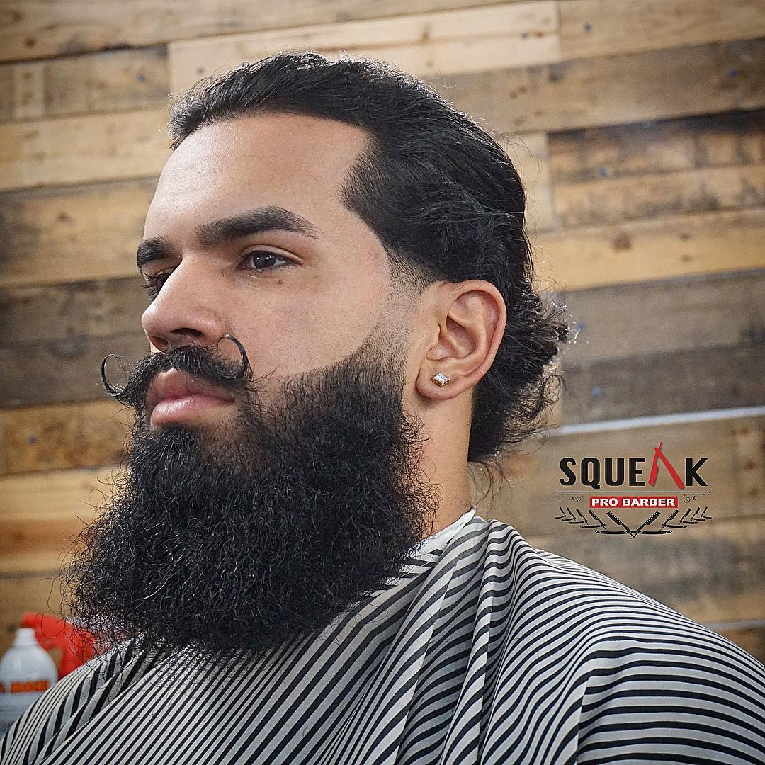 Long men's hair hairstyle with disconnected beard