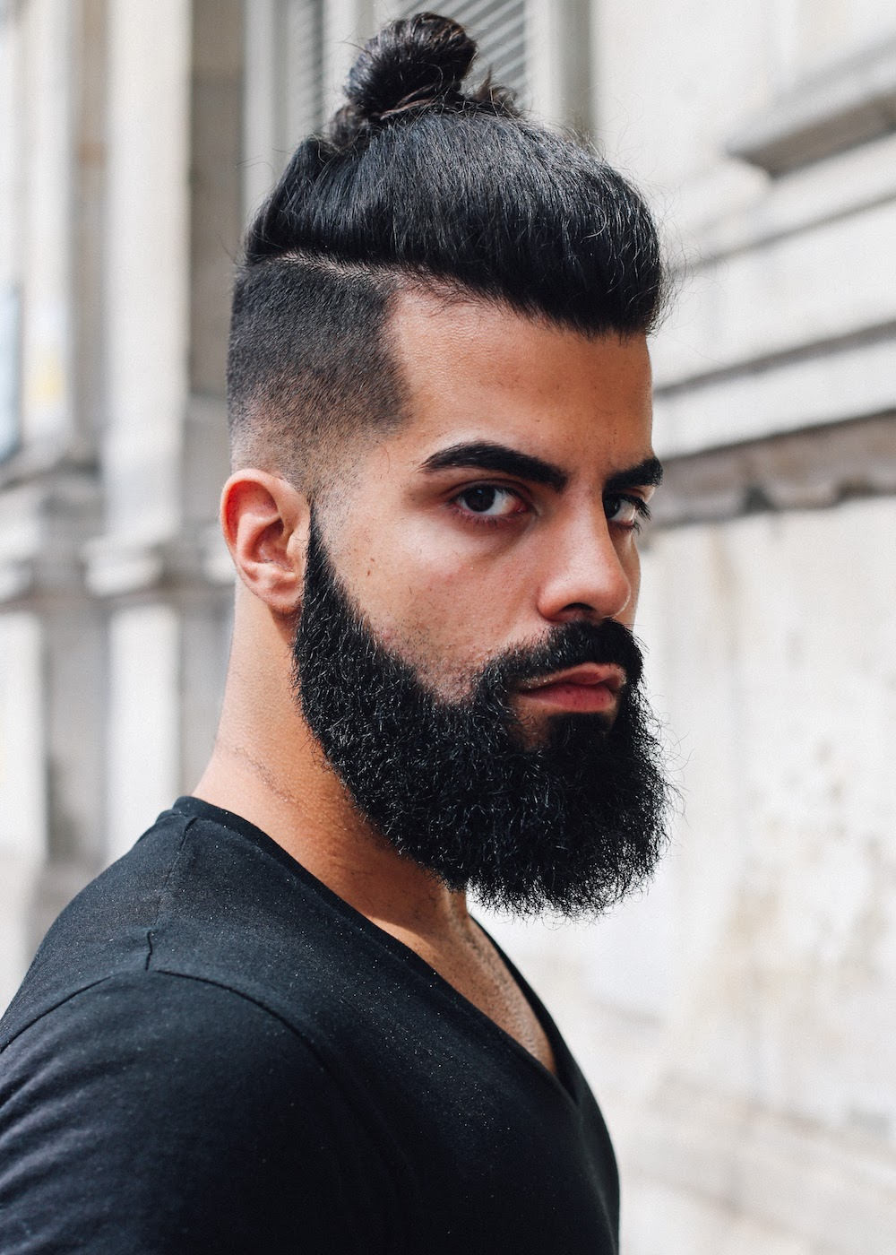 Mid length sharp finish beard style