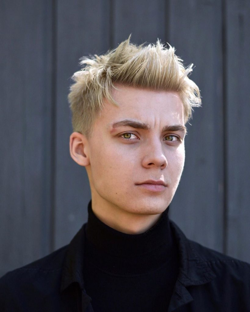Messy short haircut for men with high fade