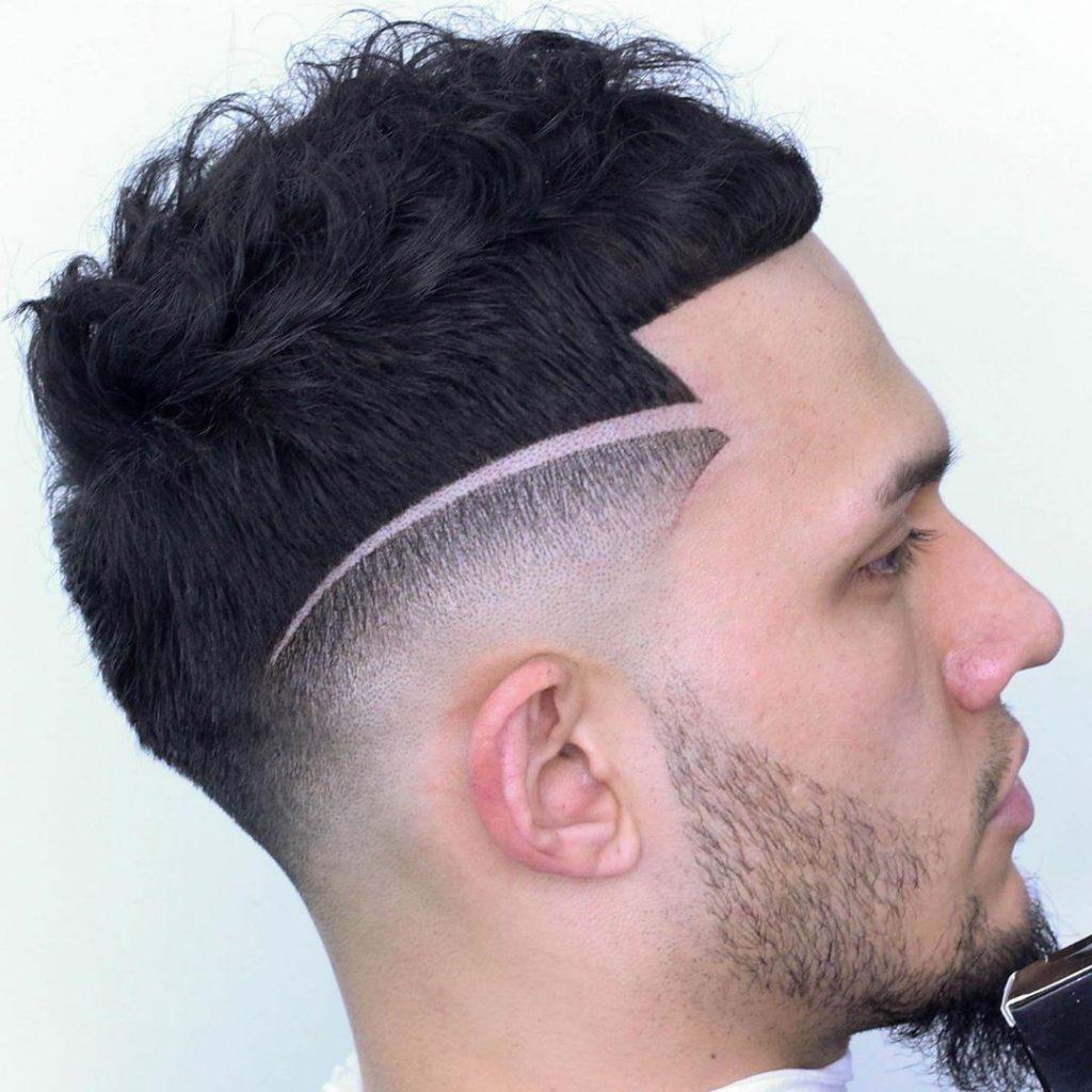 coupe de cheveux courte bouclée