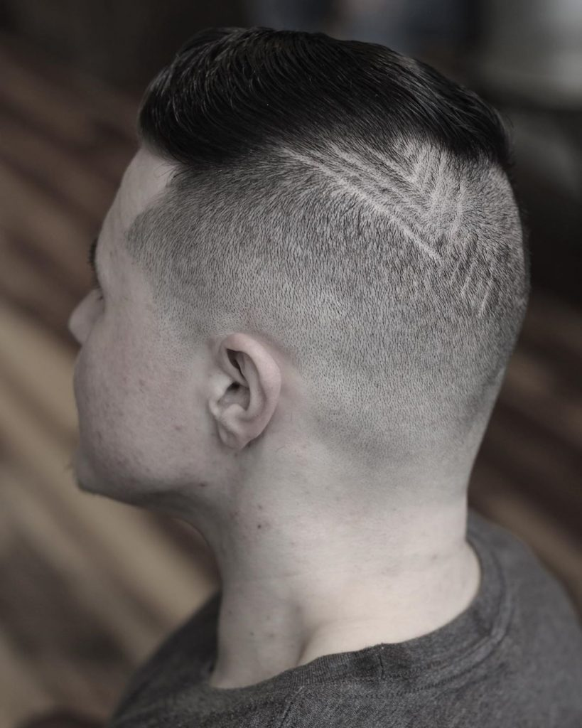 Short hair disonnected undercut