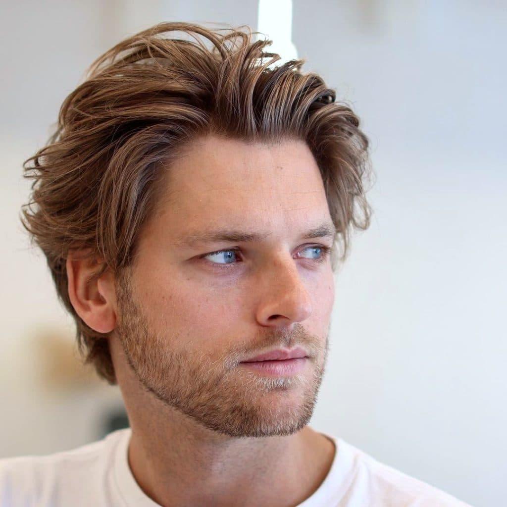 Medium length shag flow surfer haircut men